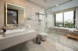 Phòng tắm nhà nghỉ nên dùng thiết bị vệ sinh hãng nào?